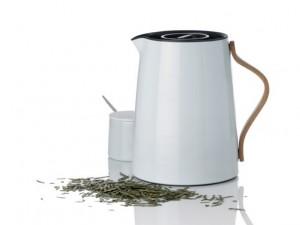 Slut med bitter te på kanden. Termokande specielt til te, fra Stelton til 599 kr.