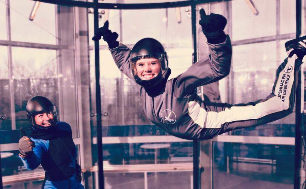 bodyflight oplevelser for børn oplevelsesgave til barn vægtløs flyvning vægtløs tilstand