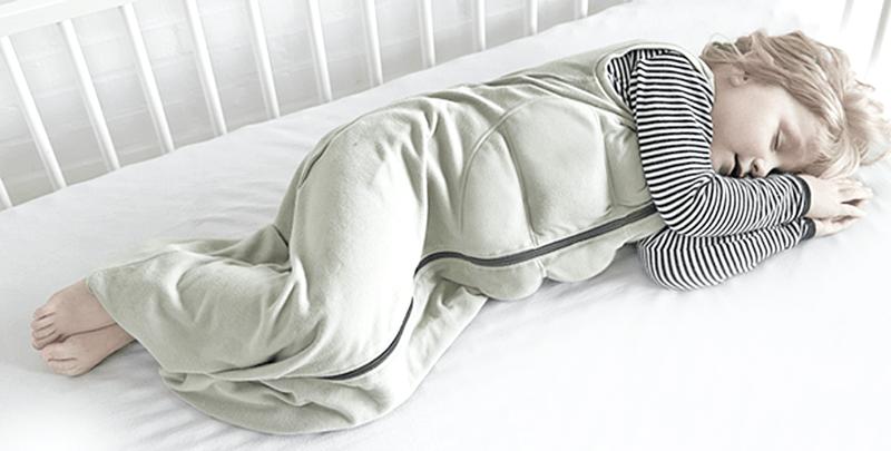 sovedragt til tumling med urolig søvn