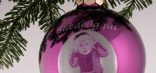 personlig julekugle med billede, personlig julekugle med foto, personlig julekugle med tekst, personligt julepynt, personlige julegaver, julekugle med navn, personlige gaver, navnegaver, alletiders gave, gave inspiration, gave til ham, gave til hende, gave til hele familien, gave til børn, gave til mormor, gave til morfar, gave til farfar, gave til farmor